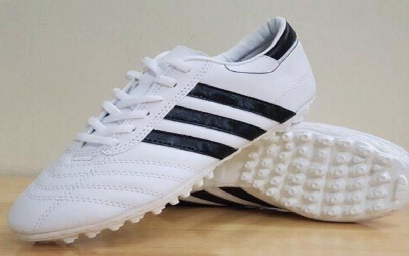 iChina giúp bạn chọn được sản phẩm giày đá bóng chất lượng nhất